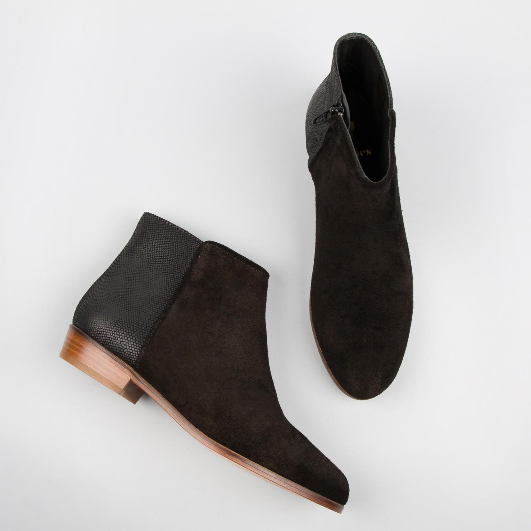 UGG classic short noir taille 6