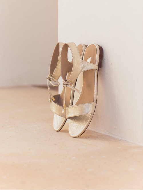 La Conquise - Sandy Gold
