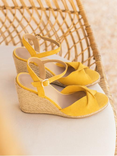 La Pensive - Tuscan Yellow